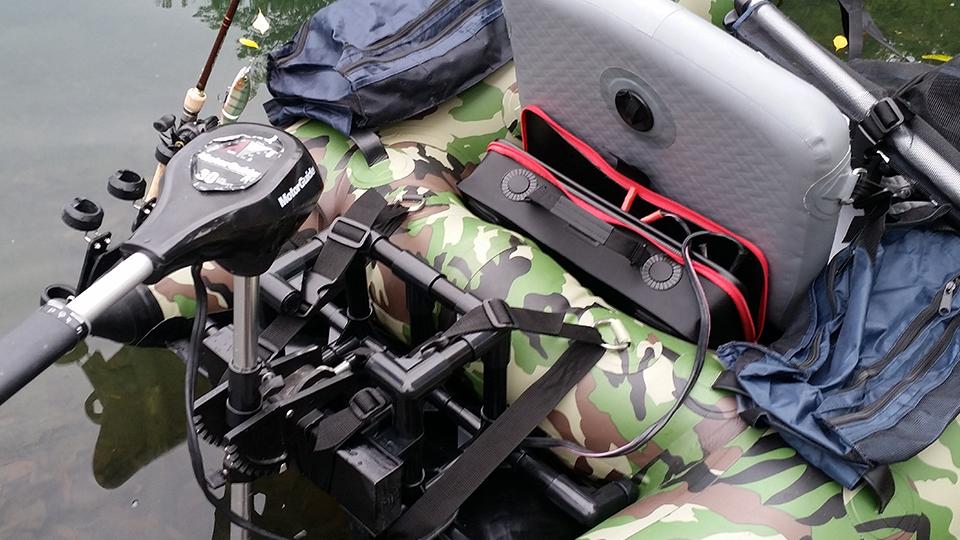 SK11 EVAツールボックスLに入れたバッテリーをエレキモーターに接続