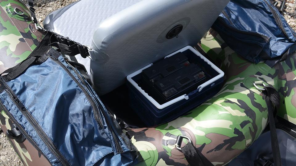折りたたみコンテナをフローターの収納スペースに搭載