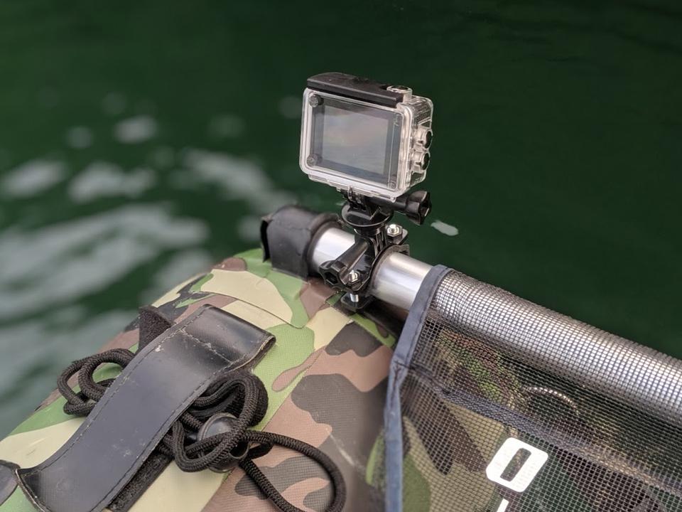 フローターに取り付けたアクションカメラ