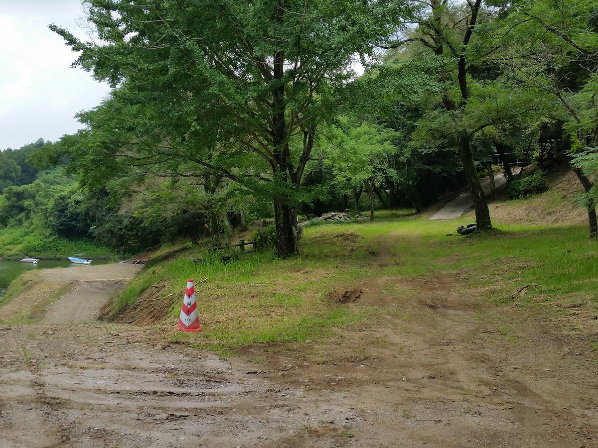 水辺までの坂道(2番目)