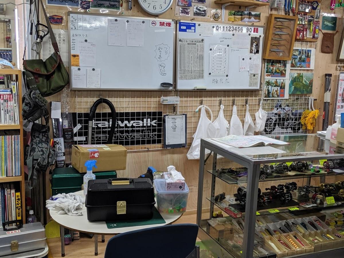久米島堂釣具店の店内(カウンター)