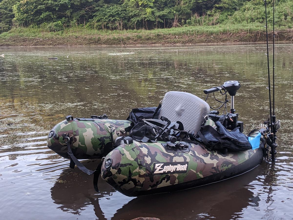 宮崎県・野尻湖に浮かぶフローター