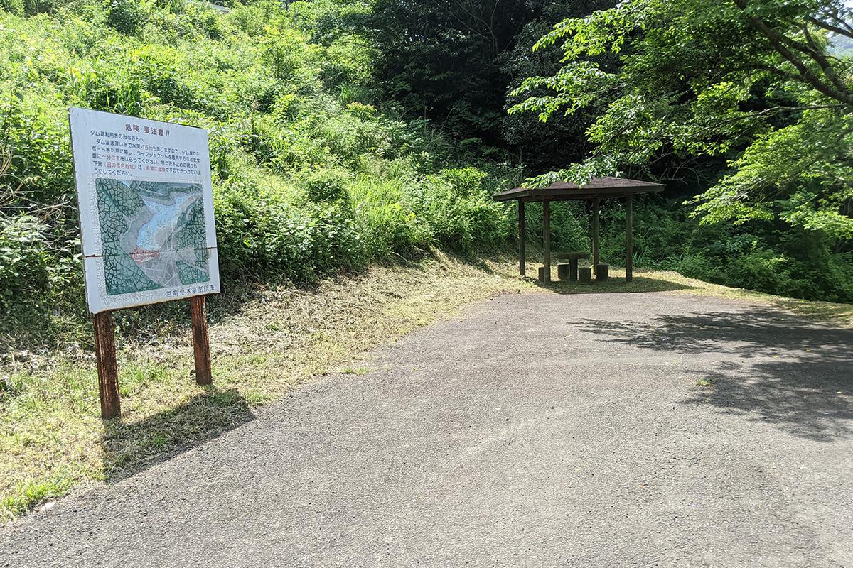 広渡ダムの駐車場